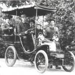 1906: Achter het stuur Klaas Meerding. De andere zijn broers en zussen.