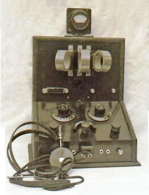 Radiotoestel dat Cor Thijssens bouwde voor het Instituut voor Radiotelegrafie Steehouwer in Rotterdam, het instituut waar Cor enkele jaren eerder zijn opleiding tot marconist volgde.