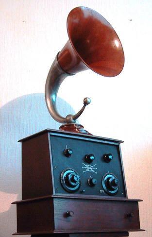 Mego Type D4 met Brown hoornluidspreker. Uit de verzameling van F Donkers