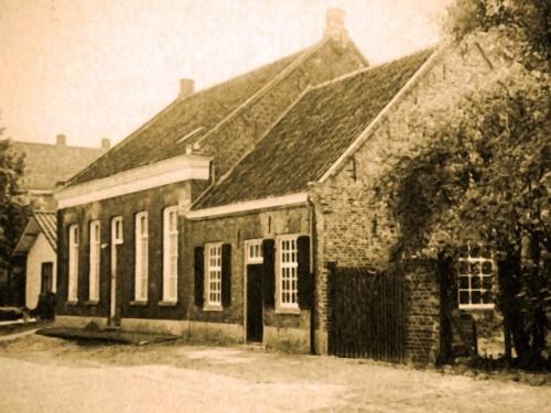 Het ouderlijk huis van Cor Thijssens aan de Heuvel 44 in Beek en Donk